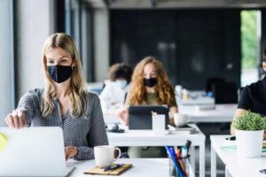 Průzkum Ipsos: Koronavirus negativně zasáhl dvě třetiny malých a středních podniků
