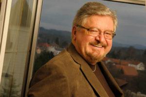 Profesor Milan Zelený: Soběstačností k rovnováze